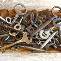 SALE - Wholesale Vintage Keys - Antique and Vintage keys - Wedding Favor - 35 Old Keys Iron and Brass Keys (L-68)