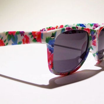 FREE SHIP usa! Floral print sunglasses / tumblr sunglasses / ray-ban wayfarer style / one direction tumblr preference / summer / beachwear