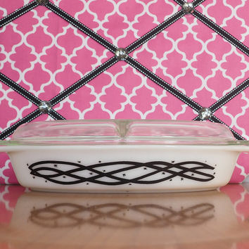 1958 Pyrex Barbed Wire Promotional 1 1/2 Qt Divided Casserole with Lid, Retro Black and White Kitchen