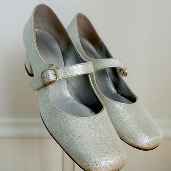 Vintage Silver Mary Jane Heels / Shoes / 1960s 60s 1970s / The French Room for Chandlers / Size 6 M AA Heel