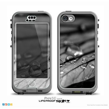 The Grayscale Watered Leaf Skin for the iPhone 5c nüüd LifeProof Case