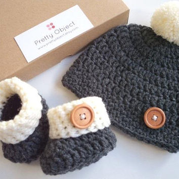 Pregnancy Announcement Pregnancy Reveal Grandparents Pregnancy Hat and booties New baby gift set Crochet baby gift Newborn hat and shoes set