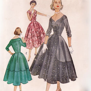 Vintage 1950s Sewing Pattern - Day or Evening Dress with Contrast Panels, Sweetheart Neckline - 1953 McCall's 9564, Bust 30, Uncut