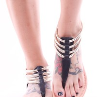 BLACK FAUX LEATHER ROUND TOE THONG ANKLE SANDLE