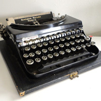 Remington Portable Model 5 Working Typewriter in Good Condition