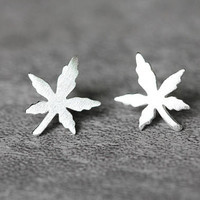 Tiny Maple Leaf Earrings, Sterling Silver Leaf Stud Earrings, Maple tree earrings, autumn leaves studs earrings, Leaf Jewelry, gifts for her
