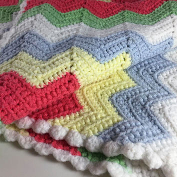 Vintage Crochet Handmade Afghan Green White Red Yellow Blue Zig Zag Throw Bed Covering Bedroom Spring Home Decor Lap Blanket