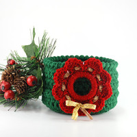 Christmas wreath crochet bowl, holiday decoration, green crochet bowl with red wreath, Christmas party decor, hostess gift, gift basket