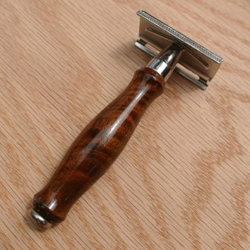 Custom Men's Double Edge Safety Razor with a Walnut Wood handle