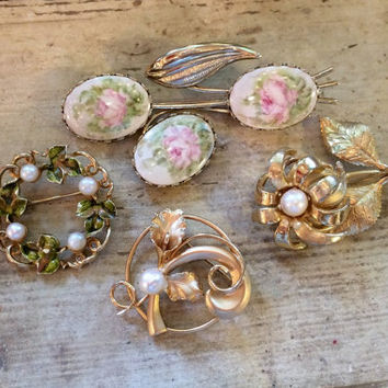 Gold Brooches, Wedding Brooch Bouquet Supplies, Vintage Jewelry, Scatter-pins, Peals, Mothers Gift, Set Lot of 4