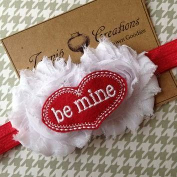 ICIKGQ8 valentines white shabby frayed flowers with felt be mine conversation heart on red hea