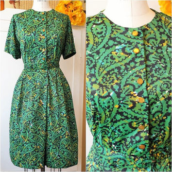 Vintage 1940s Dress / 40s Printed Day Dress / Green and Gold Paisley Dress / Shirtwaist Dress / 1940s Casual Dress / Vintage Nylon Dress