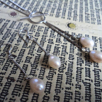 White Freshwater Necklace and Earrings Pearl Set by Lunarpearl