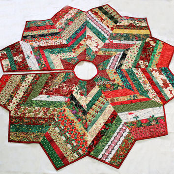 Christmas Tree Skirt Quilt - 55 Inch Scrappy and Glitzy Red Green Gold Chevron Style