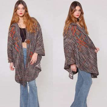 Vintage 70s Tweed PONCHO Grey Wool Blend Knit Collared Cape Graphic Cape