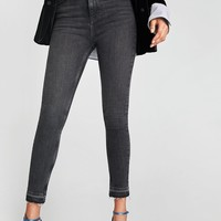 THE HIGH WAIST JEANS IN NIGHT BLACKDETAILS