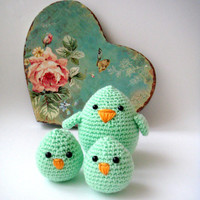Mother  Bird and baby chicks spring green plush birds