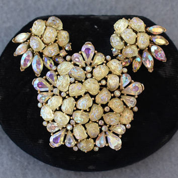 Crown Trifari Etoile Lava Glass Brooch and Earrings Mid Century Vintage