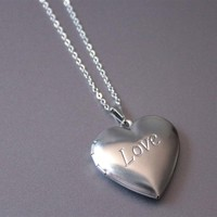 1pc Stainless Steel Necklace Engraved Love Heart Locket Pendants Photo Frame Necklaces Memorial Jewelry Gift For Women Kids