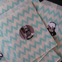 10 Robbins Egg Blue, Audrey Hepburn Breakfast At Tiffany's Movie Snack Delicate Chevron Bags, Gifts Cards, Bags, Tea Party, Movie Night