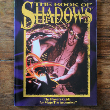 1993 Book of Shadows; Mage Player's Guide 4050. NM- White Wolf Games.