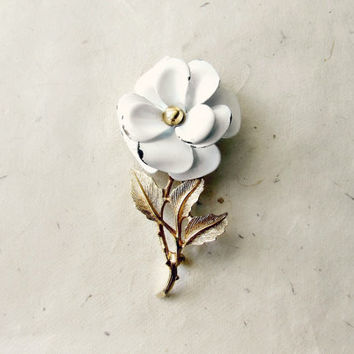 White Enamel Flower Brooch. White and Gold Floral Pin. Wedding Something Old. Whimsical Vintage Accessories for Bridal Brooch Bouquet.