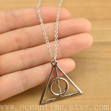 Harry potter Deathly Hallows necklace,harrypotter necklace,cool necklace,Harry potter Deathly Hallows necklace,friendship necklace