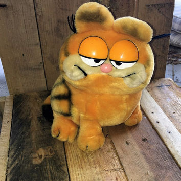 Vintage 1981 Plush Garfield - United Feature Syndicate by DAKIN / Retro Garfield Toy
