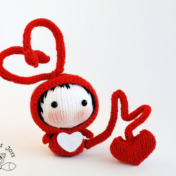 Fall in Love small Red Bug Doll. Toy from the Tanoshi series. Knitting pattern (knitted round). St. Valentine day pattern.