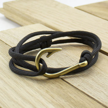 Antique Brass Fish Hook Paracord Bracelet in Black