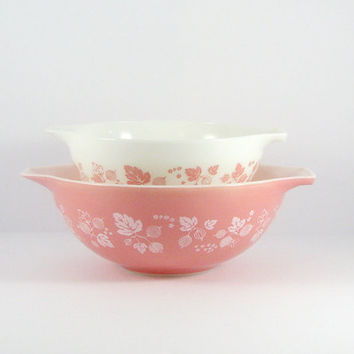 Vintage Mid-Century 1950s Pink Gooseberry Pyrex Cinderella Mixing Bowls, Set of two, 442, 443