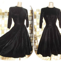 Vintage 1950s Black Velvet Full Sweep Dress Sz. L  SWING 12 Gore Wasp Waist