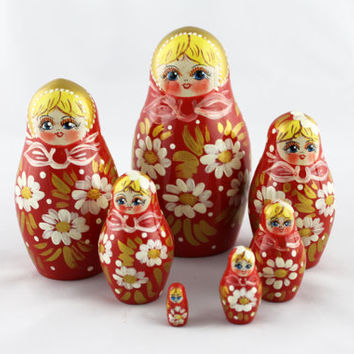 Matryoshka Russian Nesting Doll Babushka Beautiful Red Dress Сhamomiles Set 7 Pieces Pcs Hand Painted Wooden Souvenir Handicraft Craft