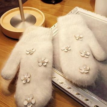 Original Manual Autumn And Winter New Pattern Daisy Flower Pearl Long Rabbit's Hair Down Double-deck Keep Warm Even Finger Glove