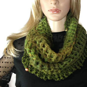 Scottish Highlands Infinity Cowl Scarf Outlander Beads Green Claire Warm Winter accessories Circle Scarf Diana Gabaldon Crocheted Neckwarmer