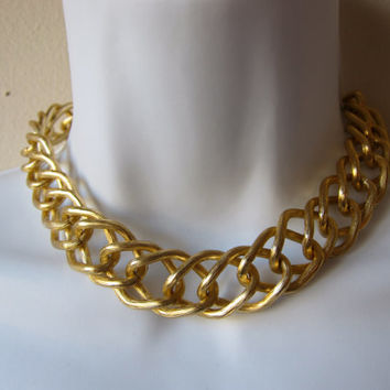 "80s Avon ""Bold & Golden"" Large Chain Link Brushed Gold Tone 16"" Choker Necklace -- w/ Original Box!"