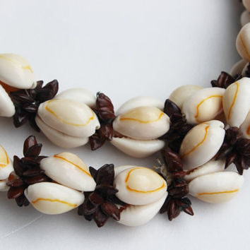 Costume Jewelry  Vintage Necklace 1980s, chunky Sea Shell necklace Florida, beach comber, Caribbean cruise accessory, sand shells, nautical