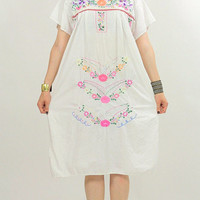 70s Oaxacan Floral embroidered Mexican dress