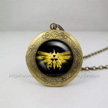 Zelda Hyrule Crest Necklace,legend of Zelda Pendant Necklace,legend of zelda Golden PowerLocket necklace,Photo locket