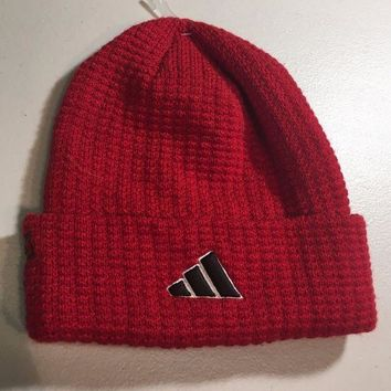 ESBONC. BRAND NEW ADIDAS RED WITH DOTS KNIT HAT SHIPPING