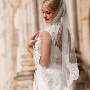 40 inches veil with 4 inch Alencon lace in white by terihuang