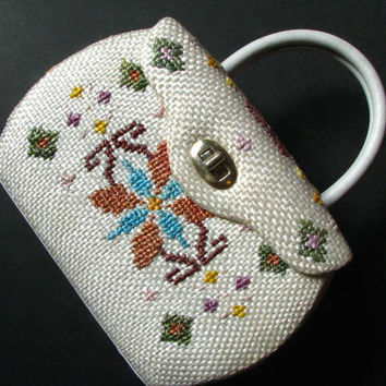 Vintage 1960s Needlepoint Woven Basket Purse - Ladies Small Floral Travel Bag w/ Vanity Mirror, Alpine Pattern, Ivory Wicker Weave