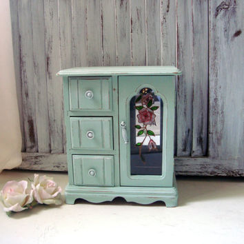 Mint Green Vintage Jewelry Box, Light Green Jewelry Holder, Cottage Chic, Distressed Jewelry Box, Gift Ideas, Necklace Holder, Mele