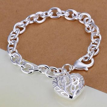 Simple Pretty & Classic  Heart Bracelet.