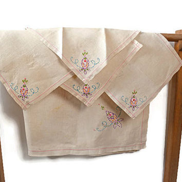 Linen Tea Set, Vintage Hand Embroidered Table Cloth 4 Napkins, Tea Party Linens, Table Cloth and Napkins, Embroidered Linen, Table Linen