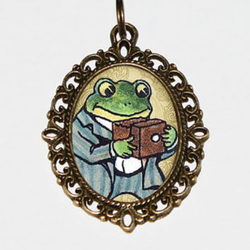 Photographer Frog Necklace, Camera Frog, Frog Jewelry, Photography, Oval Pendant