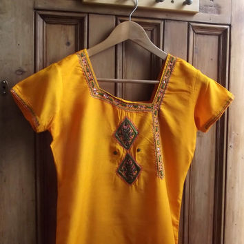 womens vintage boho Indian dress in gold with sequins and embroidery . Uk 8 US 6