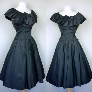 1950s black skirt and top, fit and flare ruffled Mexican style sleeveless fitted shirt w/ bow and matching high waist full circle skirt