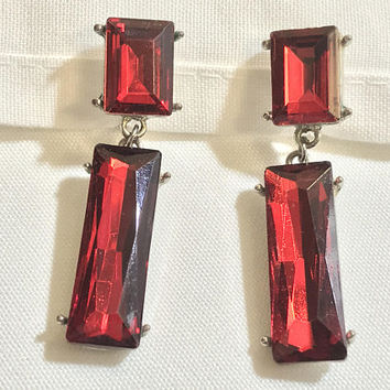 Vtg Ruby Red Rhinestone Clip Ons / Dangling Scarlet Crystal Earrings / Foil Faceted Baguette Cut Glass  / Victorian Art Deco Costume Jewelry