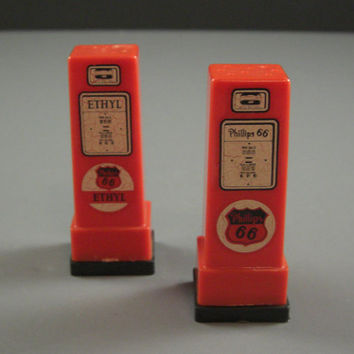 Phillips 66 Gas Pumps Salt and Pepper Shakers // 40s Celluloid Plastic Advertising Premium Kitsch